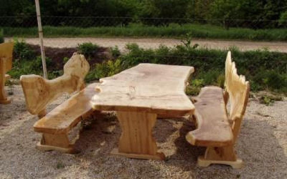 rustikale tische st hle b nke aus massivholz. Black Bedroom Furniture Sets. Home Design Ideas